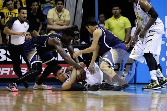 Louie Vigil says unselfish play, good ball rotation led to his career game for UST Tigers