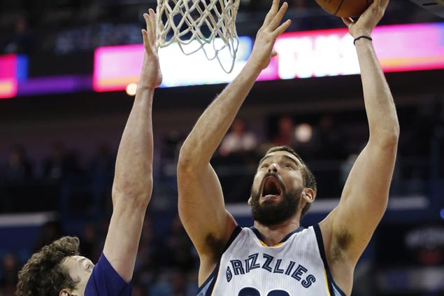 Grizzlies put away depleted but pesky Pelicans in fourth to stretch win run to four