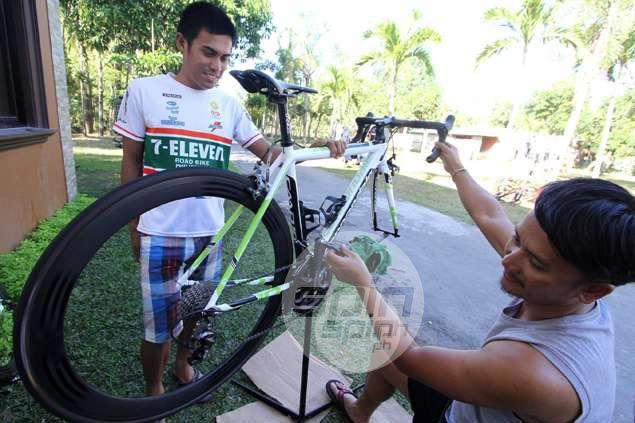 Three champions, 15 teams, 75 riders in total line up as Le Tour de Filipinas fires off in Balanga