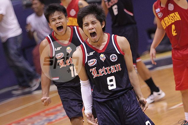 Mark Cruz leads fiery finishing kick as Letran Knights pull off big comeback over Stags