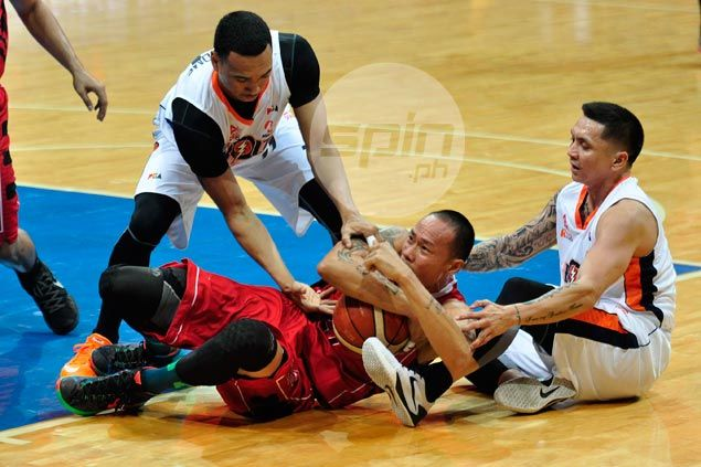 Mahindra turns to defense to pull off win, add to misery of Meralco