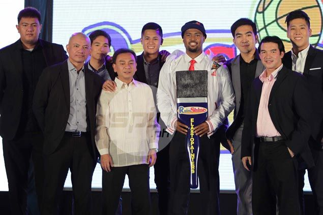On prodding of assistants, Guiao passes on Thompson, dela Cruz to gamble on Ahanmisi