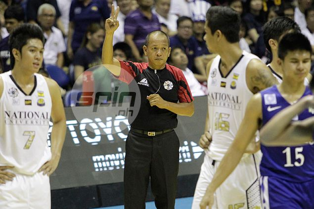 A day after being suspended in NCAA, referee Ballecer tasked to officiate crucial UAAP match