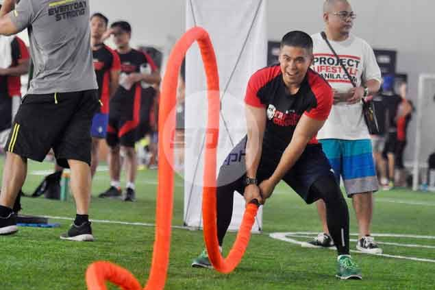 Fitness buffs try to measure up in Men's Health Training Combine