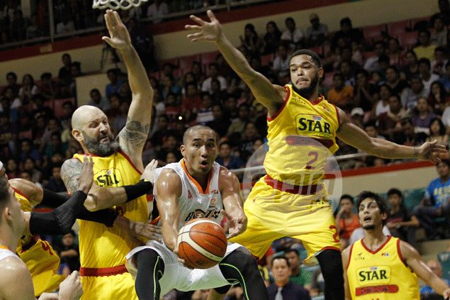 Meralco holds ground with solid defense, sends Star Hotshots crashing