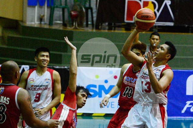 Mike Tolomia steps up in Belo, Pogoy absence, leads unbeaten Phoenix past AMA