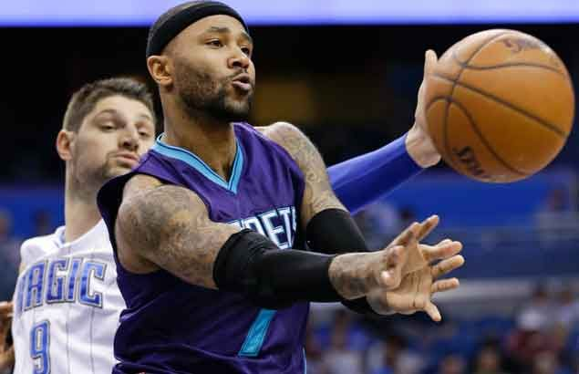 Mo Williams double-double helps Hornets beat back late Magic rally