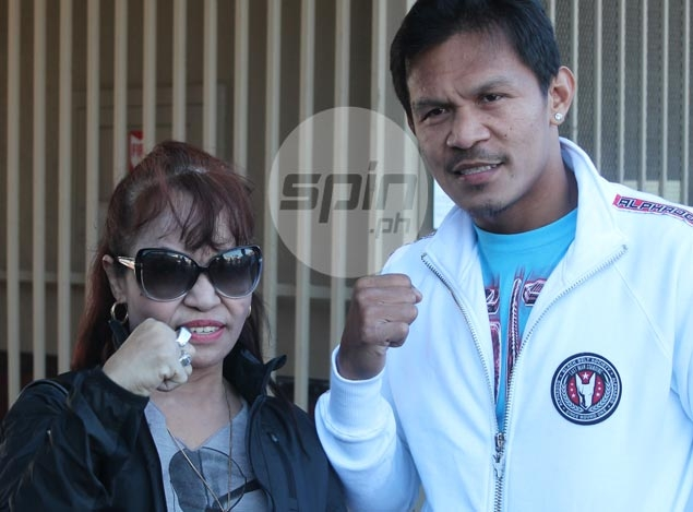 Mommy Dionisia leaves no doubt she expects Pacquiao foe Bradley to go down this time