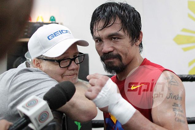After Floyd Sr. jab at Pacquiao, Freddie Roach says Mayweather 'not a great fighter'