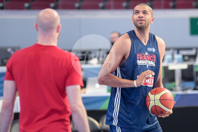 Nicolas Batum finally joins France in shootaround the morning before Gilas match