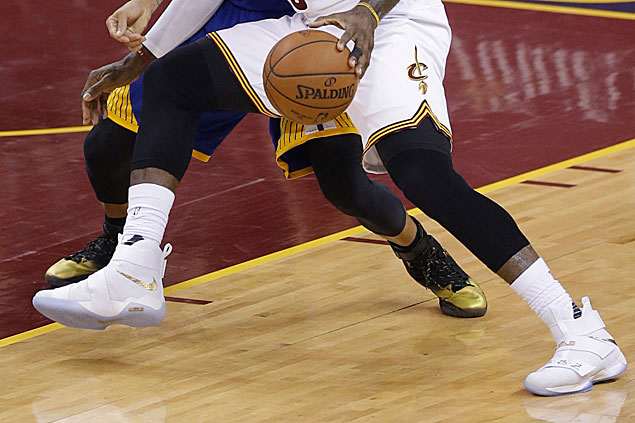 LeBron James rocks new Nike Soldier 10 colorway in Cavs' Game 6 win