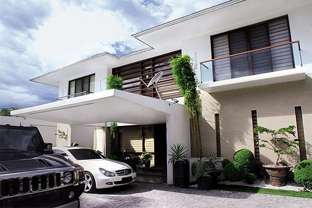 Take a tour around Manny Pacquiao's elegant Gensan home. See GALLERY
