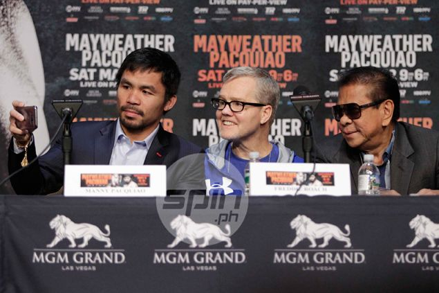 What's Chavit Singson doing on stage during Pacquiao-Mayweather press conference?