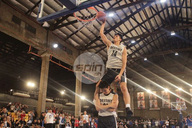 Kobe Paras not turning pro, weighing offers from 'numerous US Division I schools' after leaving UCLA