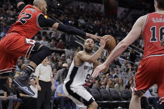 Spurs survive tough challenge from Bulls to stretch unbeaten streak in San Antonio to 40