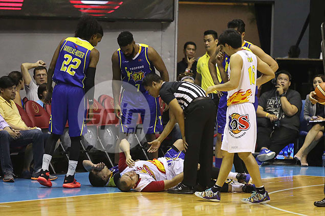 Paul Lee hoping collision with Ryan Reyes didn't aggravate injury to left knee