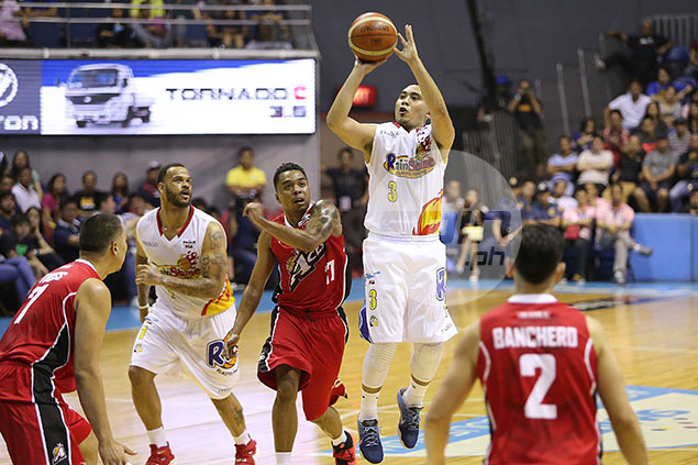 Rain or Shine takes Game One against Alaska as Paul Lee rediscovers top form