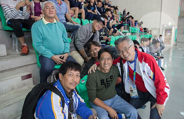 PBA governors take time out to cheer for Pinoy boxers in Asiad - from gallery section