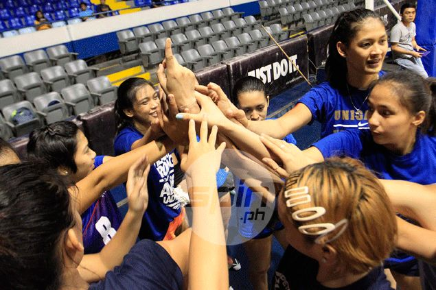 Big scare for Philippine team as Alyssa Valdez slips, falls awkwardly in practice