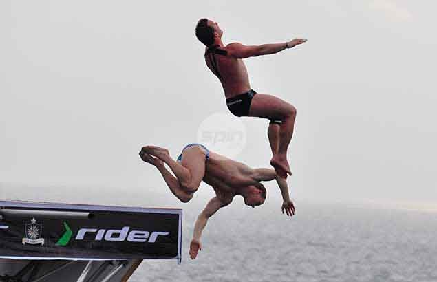 The foreign high divers perform a synchronized demonstration dive for the crowd.Dante Peralta
