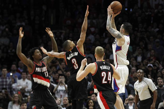 JJ Redick's buzzer-beating jumper helps Clippers top Blazers in wild endgame shootout