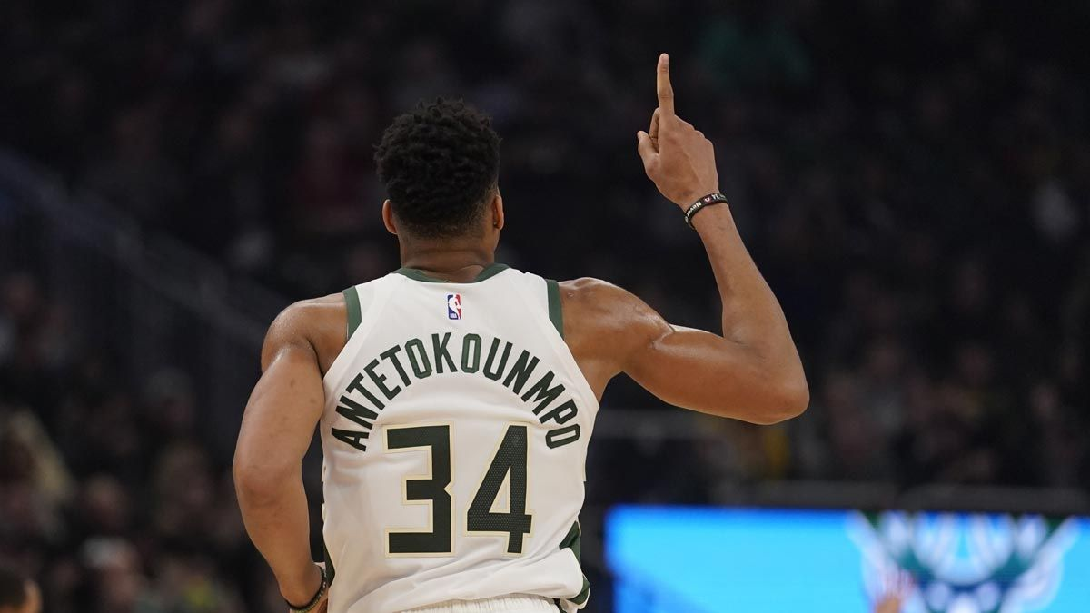 Giannis Antetokounmpo announces he's staying with Bucks ...