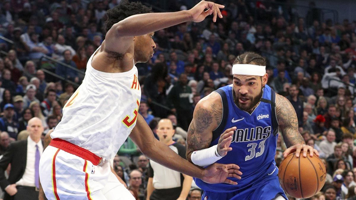 Willie Cauley-Stein drives to the basket against the defense in the NBA