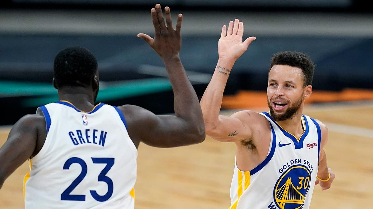 Steph Curry celebrates with Draymond Green