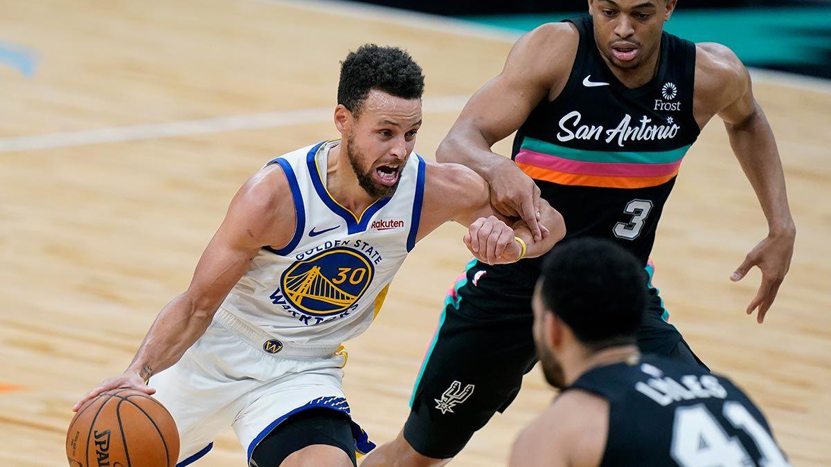 Steph Curry attacks the basket versus the San Antonio Spurs