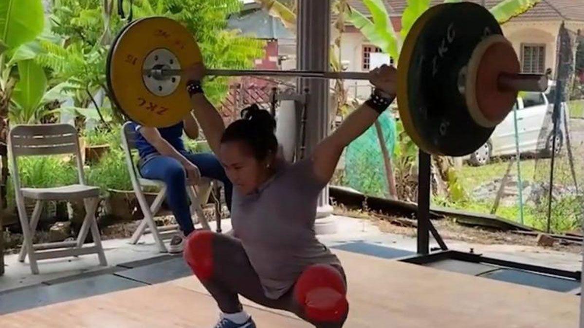 Hidilyn Diaz training