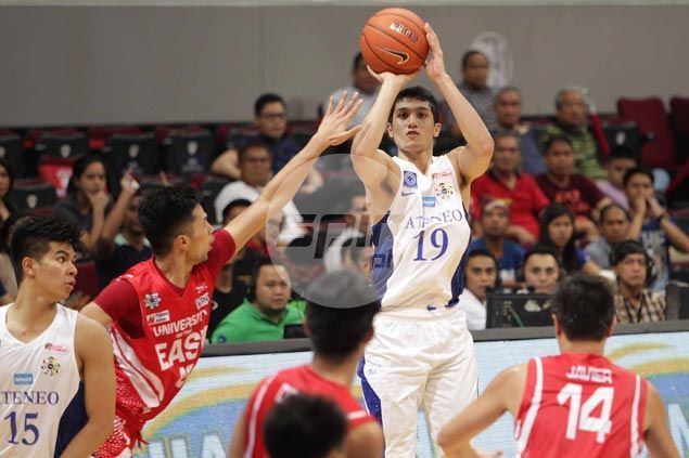 Von Pessumal playing for the Ateneo Blue Eagles in college.