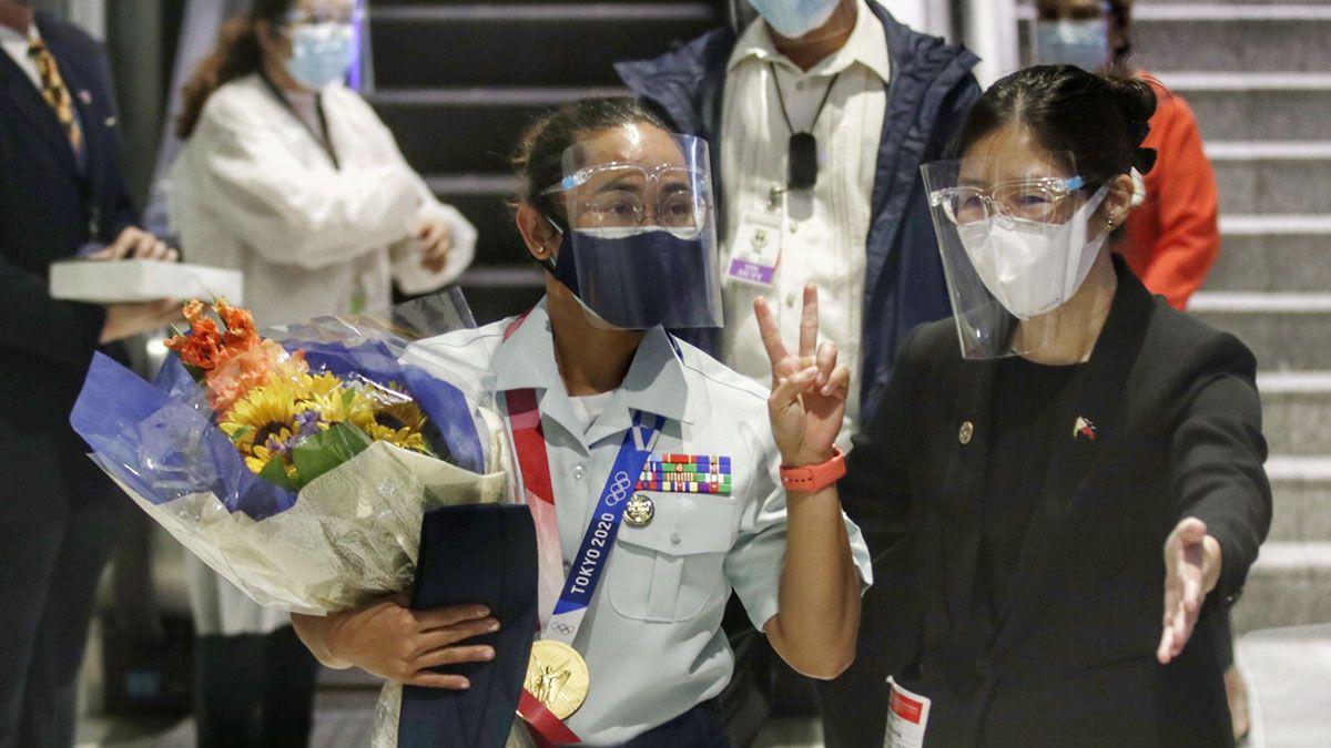 Hidilyn Diaz arrival Air Force uniform