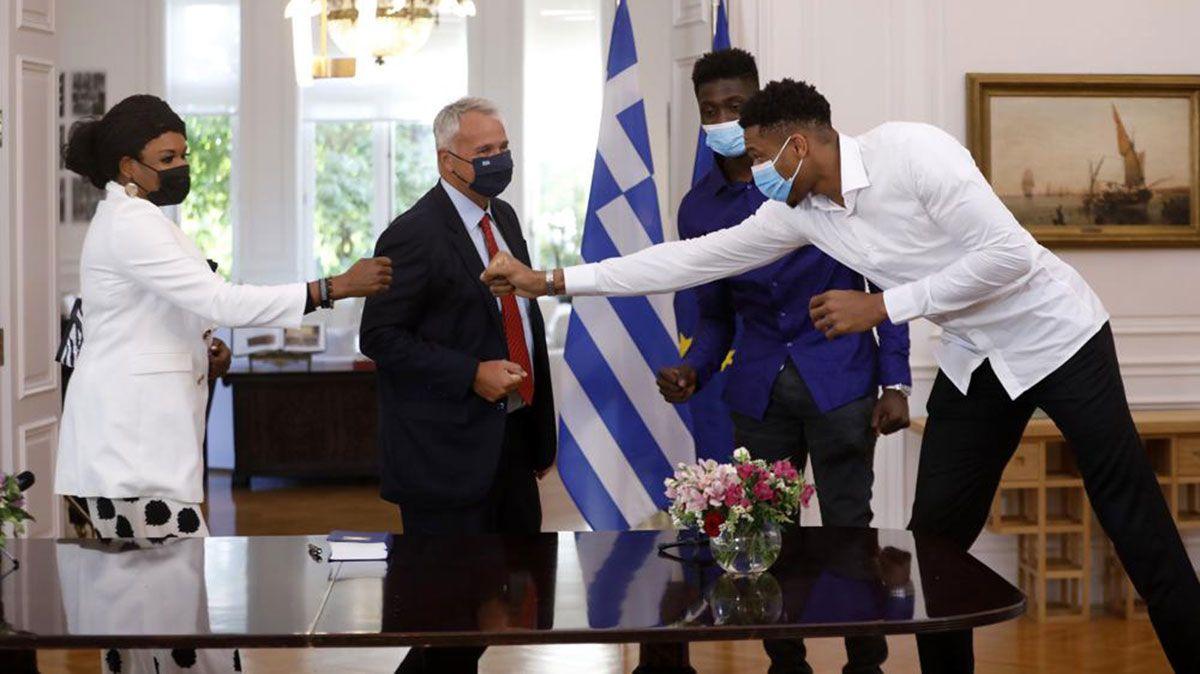 Giannis Antetokounmpo mom Veronica fist bump brother Alex Greek citizenship