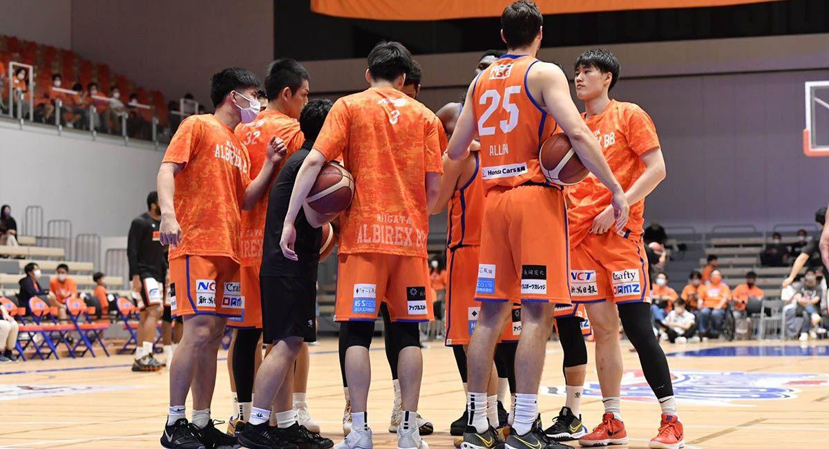 Niigita Albirex BB huddle at midcourt during their season debut in Japan
