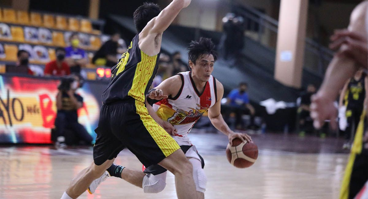 SMB guard Terrence Romeo goes for a drive against TNT's Troy Rosario.