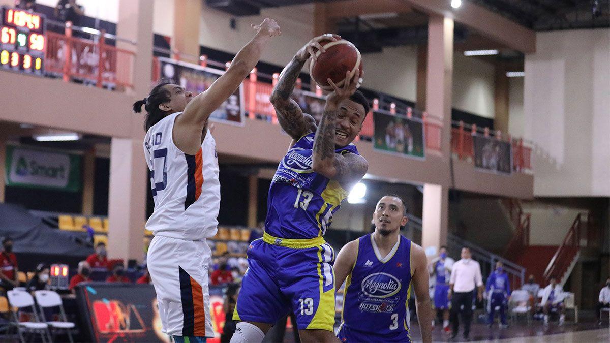 Calvin Abueva rebound Magnolia vs Meralco
