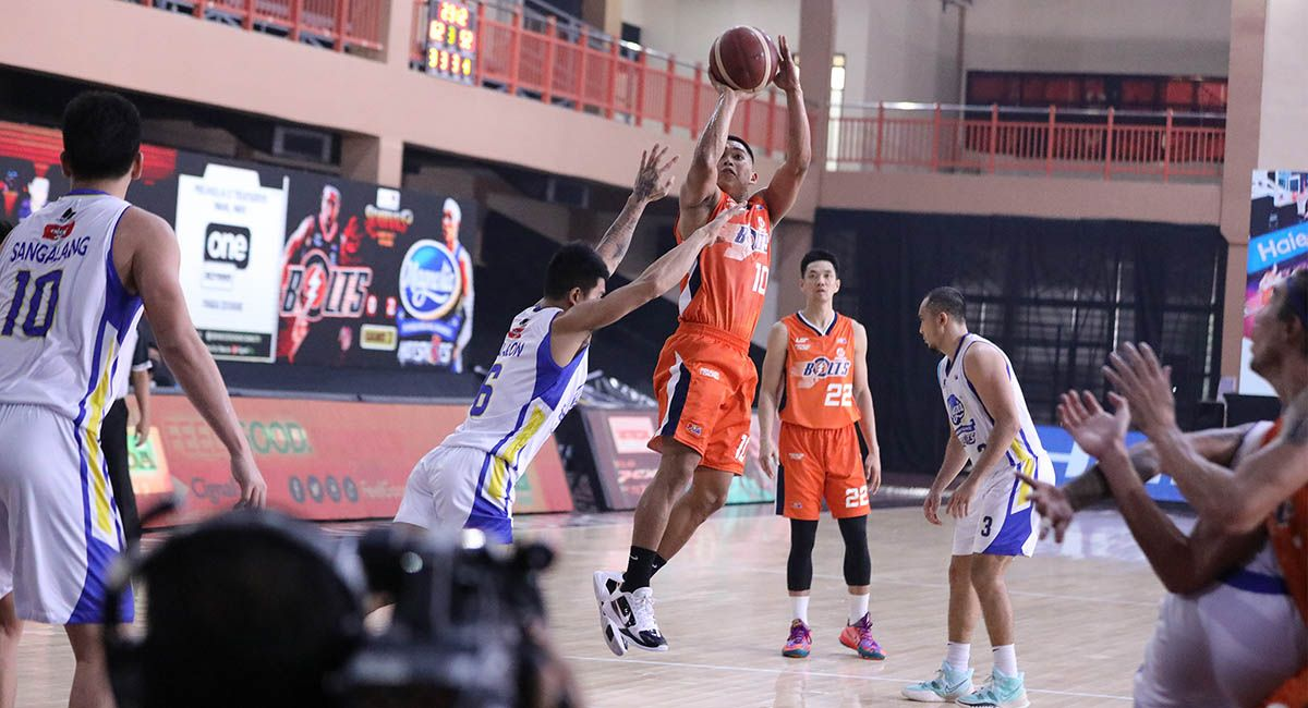 Nards Pinto came off the Meralco bench to play big against San Miguel in Game 3.
