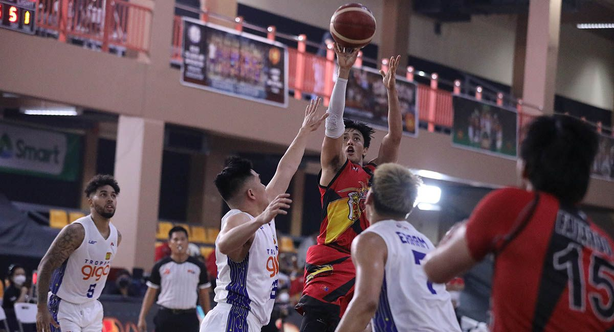SMB guard Terrence Romeo pulls up for a jumper in Game Three against TNT.