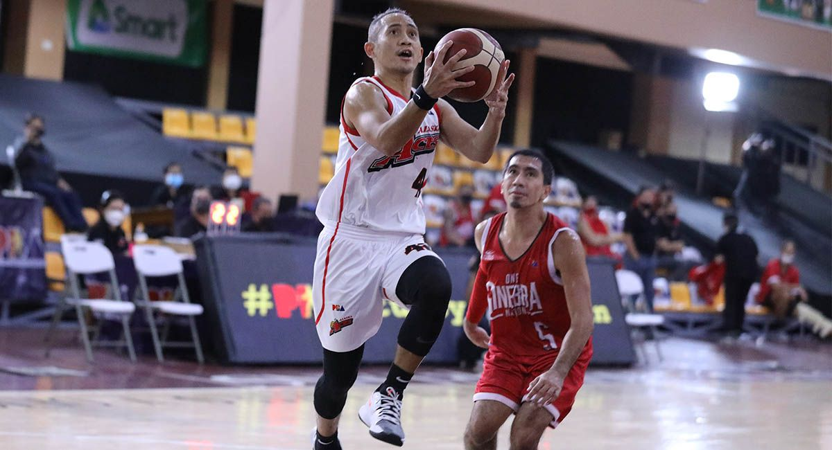 JVee Casio, seen eluding LA Tenorio for a layup, says he has no ill feelings over the trade to Blackwater.