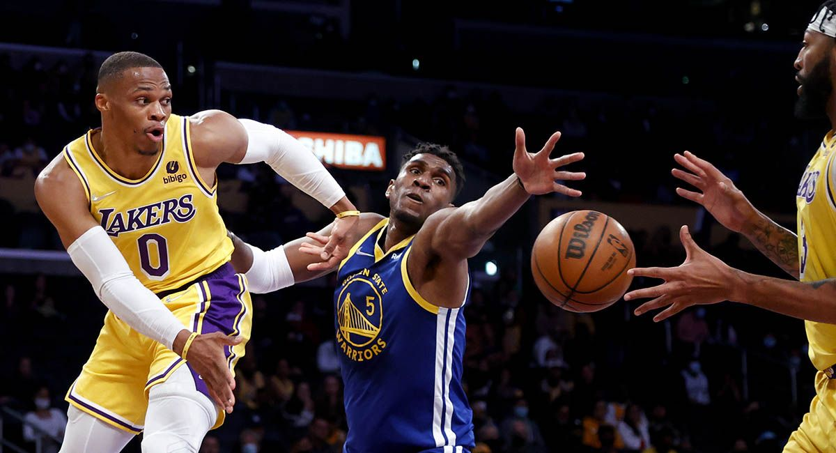 Lakers guard Russell Westbrook dishes off to Anthony Davis in a preseason game against the Warriors.
