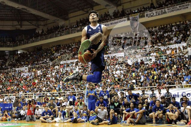 Rey Guevarra turns to time-tested Kobe-inspired dunk to beat Aguilar in slam-off
