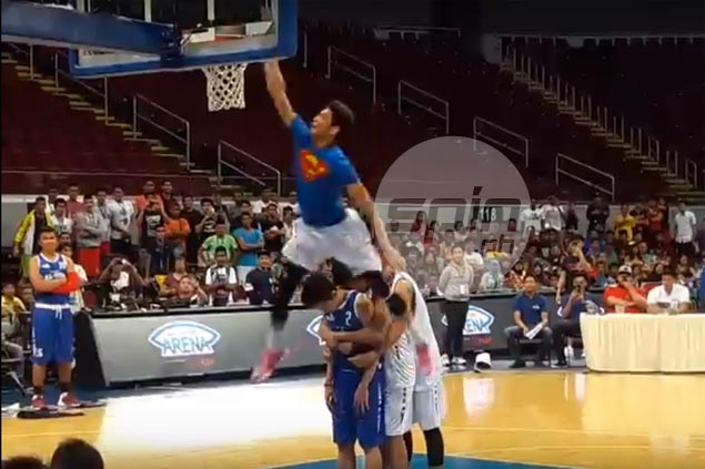 WATCH: Ricci Rivero soars over teammates to claim NBTC Slam Dunk crown