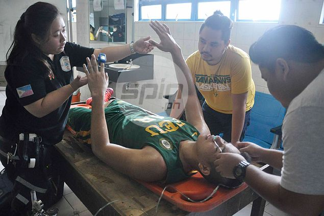 Scary Filoil Cup moment as FEU's Roger Pogoy crashes head into goal post