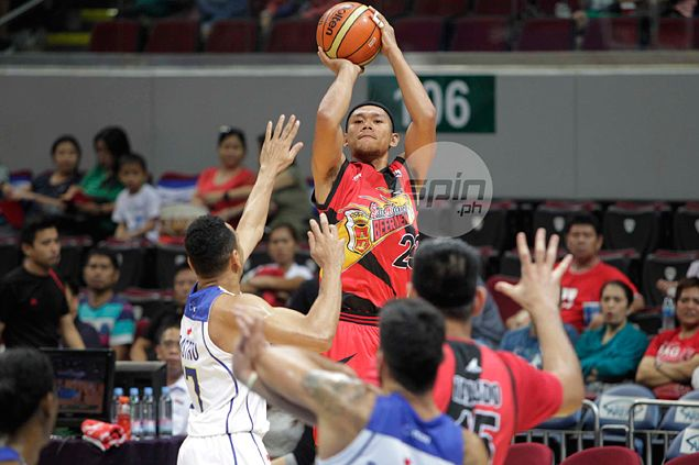 After getting traded twice in a week, Pascual leans on pal Ian Sangalang at Star