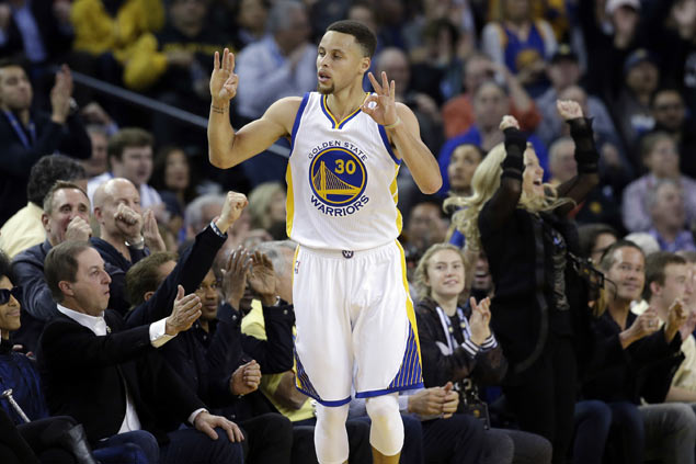 Curry, Warriors assert dominance over OKC Thunder for record-tying 44 straight home win