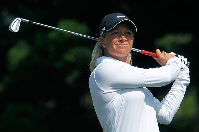 Suzann Pettersen one stroke ahead as play at Rancho Mirage halted again by strong winds