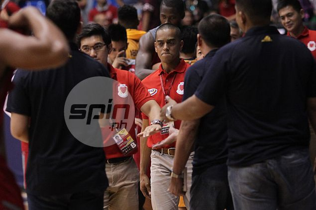 Topex Robinson on yet another Pirates' loss: 'I'll try to be a better coach to them'