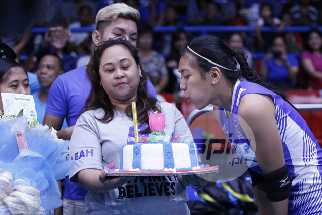 Birthday girl Alyssa Valdez touched by warm gesture as fans go out and greet her before V-League game
