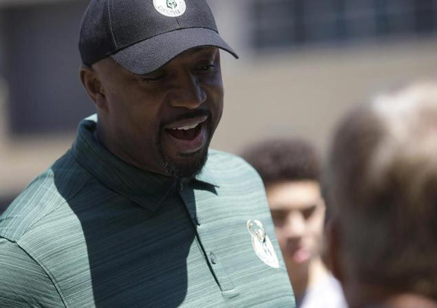 Vin Baker looking to be more involved in basketball again, while pursuing management job at Starbucks
