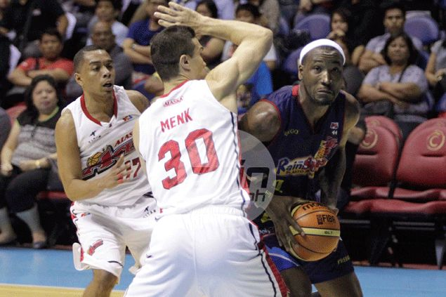 Aggressive Gabe Norwood leads mean finishing kick as Rain or Shine dispatches Alaska